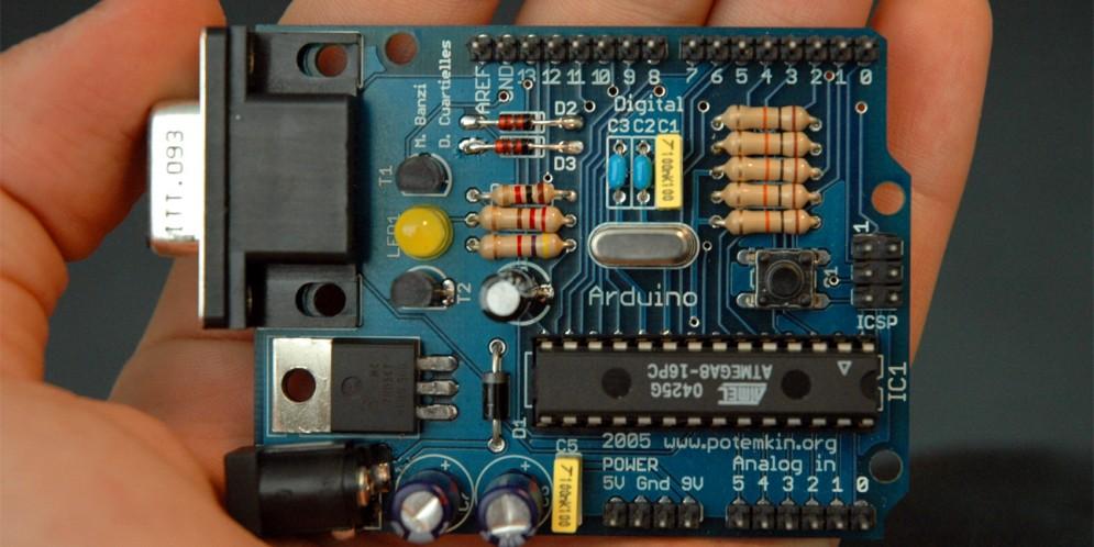 Carte électronique programmable «Arduino» ou la nouvelle manière simple de concevoir des systèmes électroniques complexes