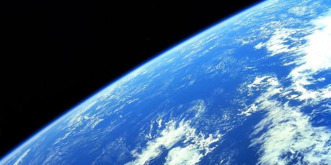 Terre-vue-de-lespace-1024×628