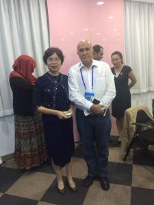 Avec la directrice d'un centre d'incubation de la robotique à Pekin