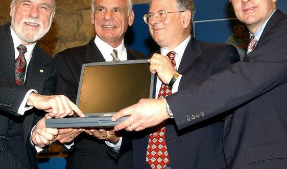 Histoire : on vous donne ci-après le lien de l'article original sur la naissance du TCP/IP écrit en 1974 par les deux américains Vint Cerf & Robert Kahn.